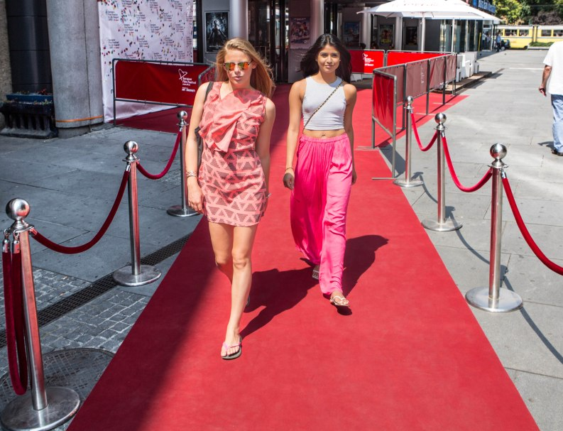 How Dallas and Micky looked walking down a red carpet.
